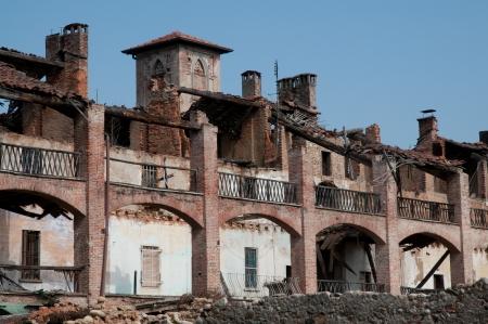 abandoned farmhouse abandoned farmhouse: Old abandoned farmhouse