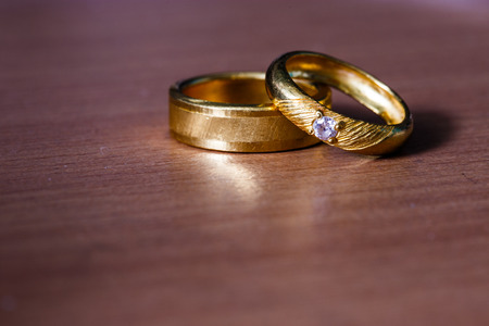diamond rings: The golden rings with diamond for wedding