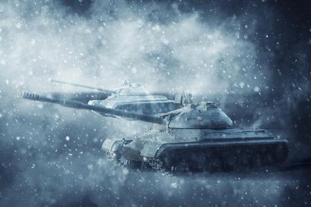 Twee slagtanks die in een sneeuwstorm op een missie bewegen