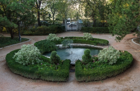 Garden with a fountain in Villa Revoltella, Trieste Stock Photo - 15337257