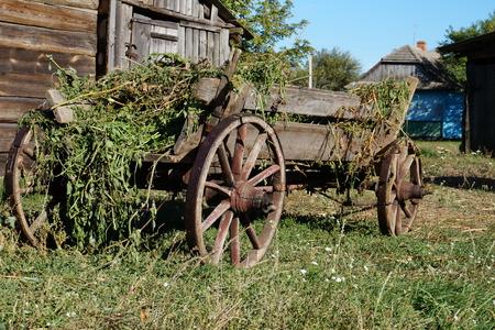 carreta madera: Madera vieja de carro de madera, industria, llevando al oeste de coche