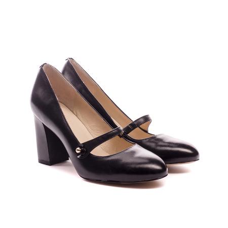Zwarte-schoenen geïsoleerd op een witte achtergrond Stockfoto - 91085913