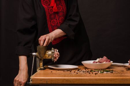 Preparation of minced meat in a meat grinder.