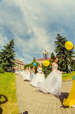 Bridal Parade, Lutsk Ukraine 29/06/2014. 免版税图像 - 140050977