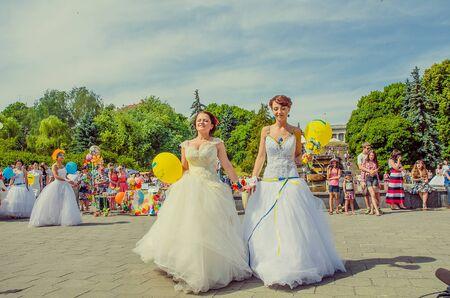 Bridal Parade, Lutsk Ukraine 29/06/2014. 免版税图像 - 140050978
