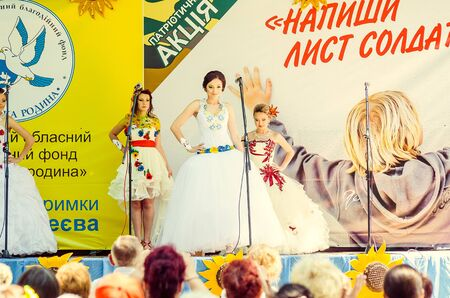 Bridal Parade, Lutsk Ukraine 29/06/2014. 免版税图像 - 140050982