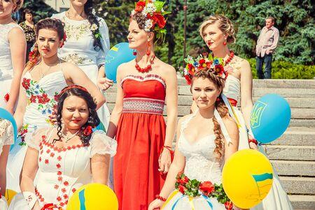 Bridal Parade, Lutsk Ukraine 29/06/2014. 免版税图像 - 140051598