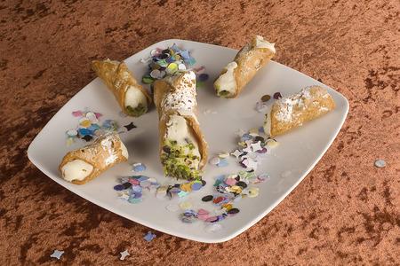 plater: Sicilian cannoli