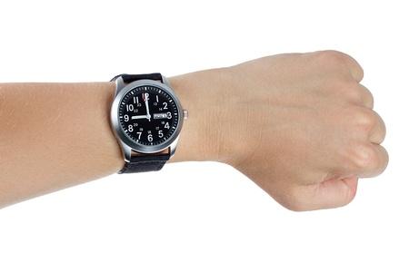 Een hand die een zwarte horloge met zwarte band van textiel over een witte achtergrond Stockfoto
