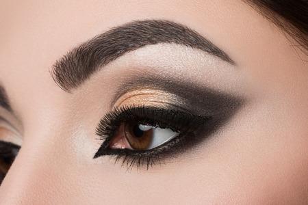 Close-up van de vrouw oog met prachtige Arabische make-up Stockfoto