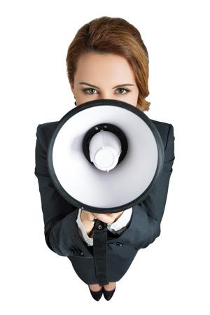 megafono: Mujer de negocios divertido gritando con un megáfono sobre fondo blanco. Centrarse en los ojos Foto de archivo