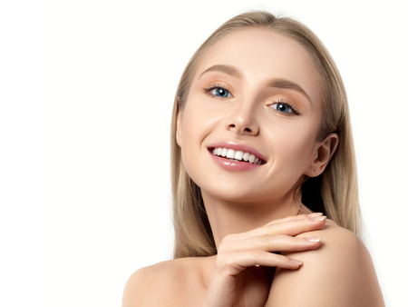 Portrait of young beautiful caucasian woman touching her shoulder isolated over white background. Soft healthy skin, SPA therapy, skincare or cosmetology concept Stockfoto