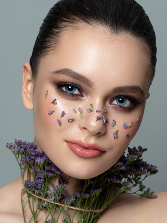 Portrait of young woman with beautiful makeup Stockfoto - 119951827