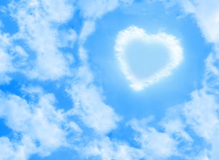 heart cloud shape on blue sky background Reklamní fotografie