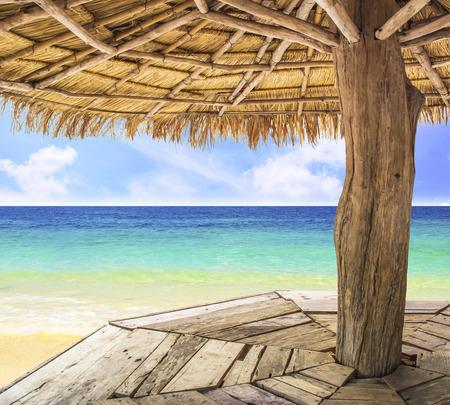 Toont het uitzicht vanaf de binnenkant van het paviljoen, strand backgorund