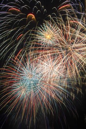 De feestelijkheden door het afschieten van vuurwerk Stockfoto