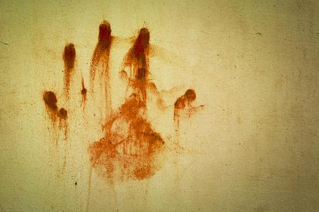 de hand bloedvlekken op de oude muur Stockfoto