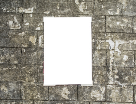 Witte lege aanplakbiljet geplakt op de muur