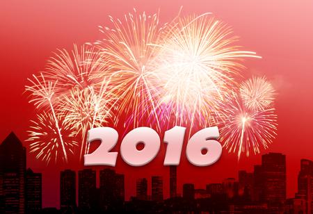 Nieuwjaar 2016 met vuurwerk en stadsachtergrond