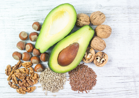 Sources of omega 3 fatty acids: flaxseeds, avocado, walnuts and sunflower. Imagens