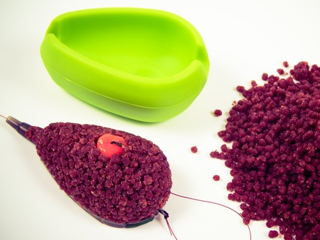 Method feeder - the method of feeding the bait in ground fishing.