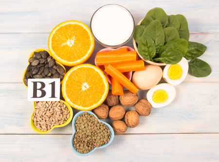 Ingredienti contenenti vitamine B1 (tiamina). Ingredienti di una dieta sana ed equilibrata.