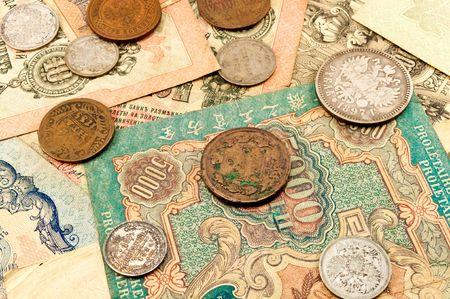 Die alten Banknoten und Münzen