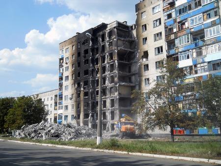 bombardment: Damaged building in Lysychansk, Ukraine Stock Photo
