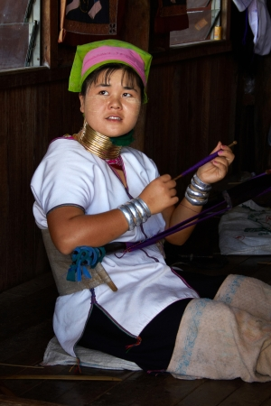 Padaung  Yan Pa Doung  is a Shan term for the Kayan Lahwi  the group whose women wear the brass neck coils