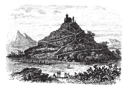 archaeological: Gran Pir�mide de Cholula o Tlachihualtepetl en Puebla, M�xico, durante la d�cada de 1890, el grabado de �poca. Ilustraci�n del Antiguo grabado de la Gran Pir�mide de Cholula.