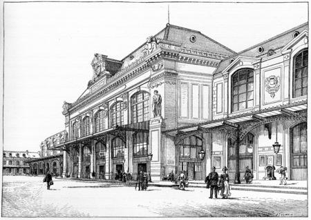austerlitz: Orleans station, Courtyard of departure, vintage engraved illustration. Paris - Auguste VITU – 1890.