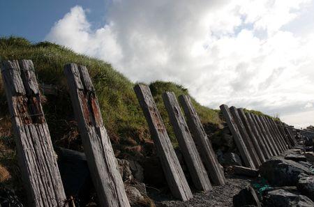 weather beaten: una barriera costiera in ballybunion Irlanda meteo picchiato dalle tempeste atlantica Archivio Fotografico