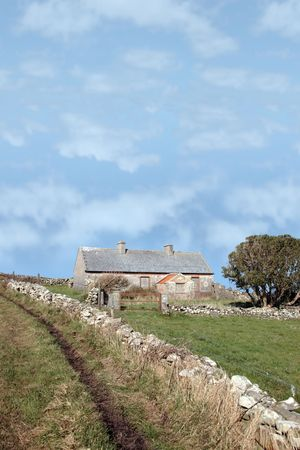 a derelict house in the irish countryside in county kerry ireland Stock Photo - 4933383