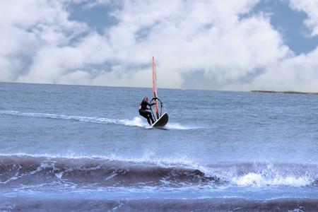 persona windsurf en el maharees en el condado de kerry Irlanda durante una tormenta Foto de archivo - 9327083