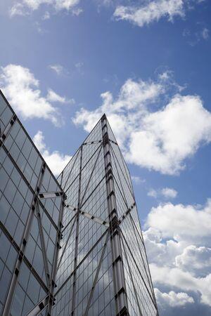 london city centre skyscraper against a blue cloudy sky Stockfoto