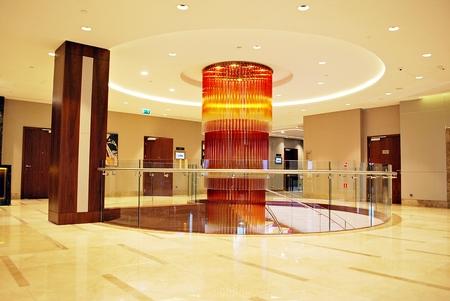 바르샤바, 폴란드. 2017 년 6 월 10 일 더블 트리 바이 힐튼 호텔 & 컨퍼런스 센터 바르샤바. 호텔의 현대적인 인테리어. 에디토리얼