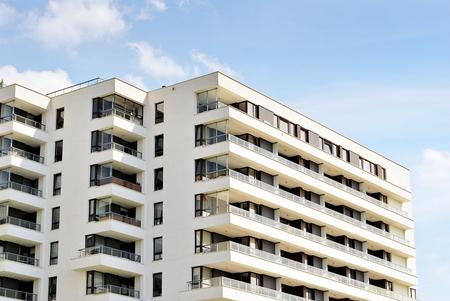 Moderno y lujoso edificio de apartamentos. Casa de apartamentos moderna