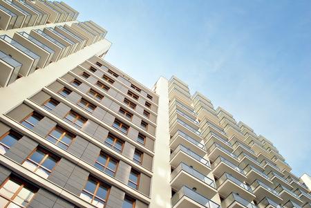 hospedaje: Modern, Luxury Apartment Building against blue sky Foto de archivo