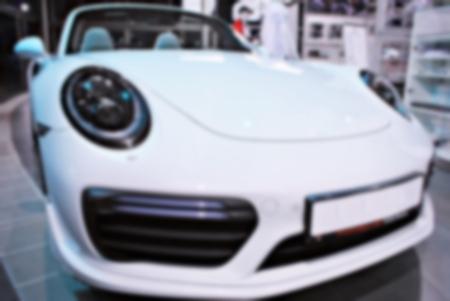 Rozmycie obrazu samochodu w salonie sprzedaży? n? n