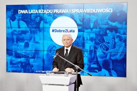 ポーランド、ワルシャワ。14 11 月 2017. ポーランドの与党法と司法のリーダー、Jaroslaw Kaczynski は、党の政府の2年間をまとめた記者会見に出席した。