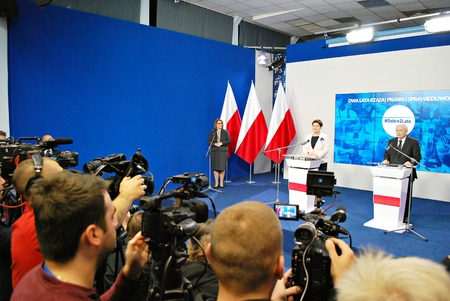 Warsaw, Poland. 14 November 2017.Leader of ruling party Law and Justice, Kaczynski, right, and Polish Prime Minister Szydlo attended a press conference summarizing the two years of the partys government. Редакционное
