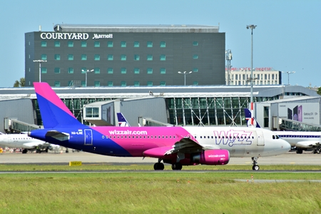 Warsaw, Poland. 28 May 2018. Warsaw Chopin Airport. Turning to apron after landing.Plane line WIZZ AIR at the airport in Warsaw Redakční