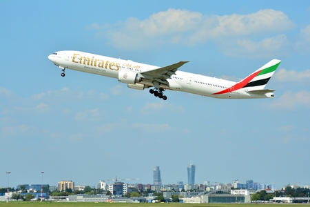 Warsaw, Poland. 21 July 2018. Airplane A6-EPL Emirates Boeing 777-31H (ER) taking off from the Warsaw Chopin Airport. 報道画像