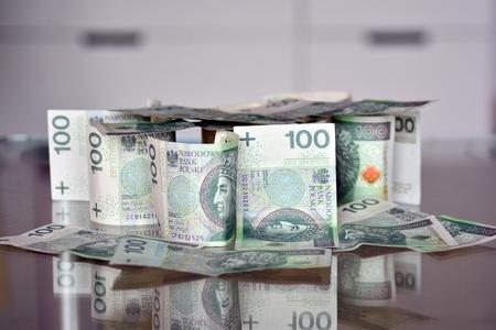 Zbliżenie banknotów polskich złotych (PLN). Polskie sto złotych