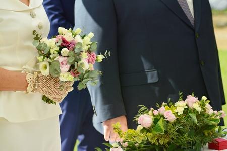 Couple holding stylish wedding bouquet Reklamní fotografie - 122776271