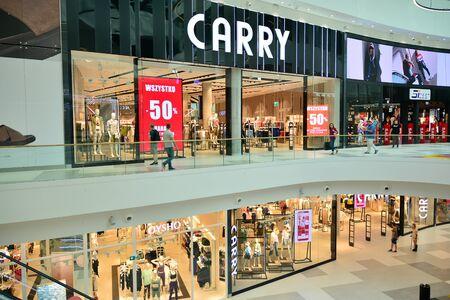 Warsaw, Poland. 18 June 2019. Interior of modern shopping center Galeria Mlociny. Imagens - 128668214