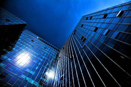 Black glass silhouette of skyscraper at night Stockfoto