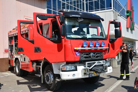 Warsaw, Poland. 24 August 2019. Fire engine equipment Renault Trucks. Fire hoses and other equipment in a truck to be used by firefighters. Banque d'images - 130076785