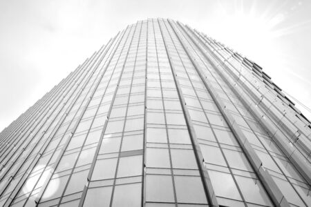 Abstract view of a skyscraper with sunlight. Black and white. Banque d'images