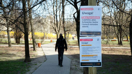 Warsaw, Poland. 5 April 2020. Park closed due to the state of alarm in Poland, due to the coronavirus. 版權商用圖片 - 144278034